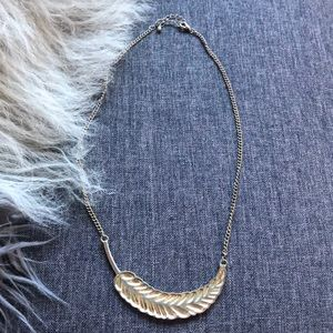 Jewelry - Beautiful Feather Necklace 🍃